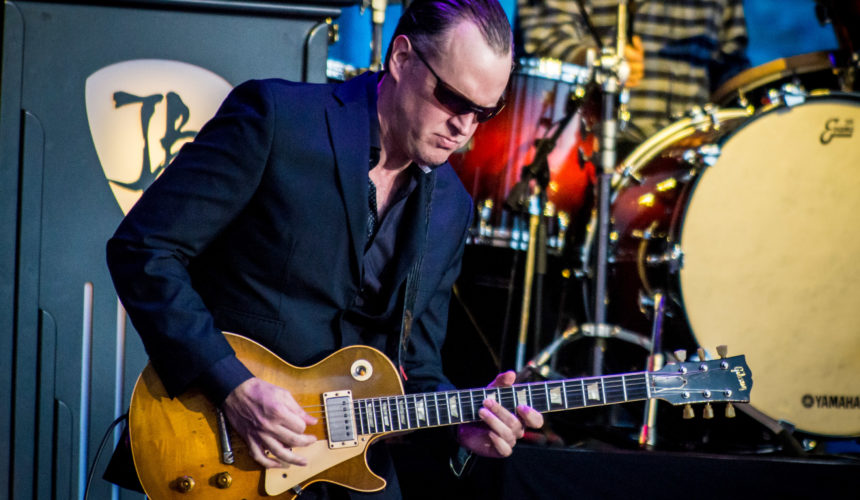 Gig Review: JOE BONAMASSA at Hampton Court Palace, London.