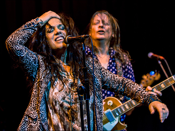phot of Sari Schorr and Innes Sibum