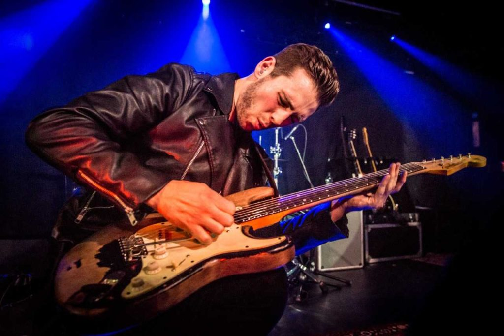 image of Laurence Jones playing guitar