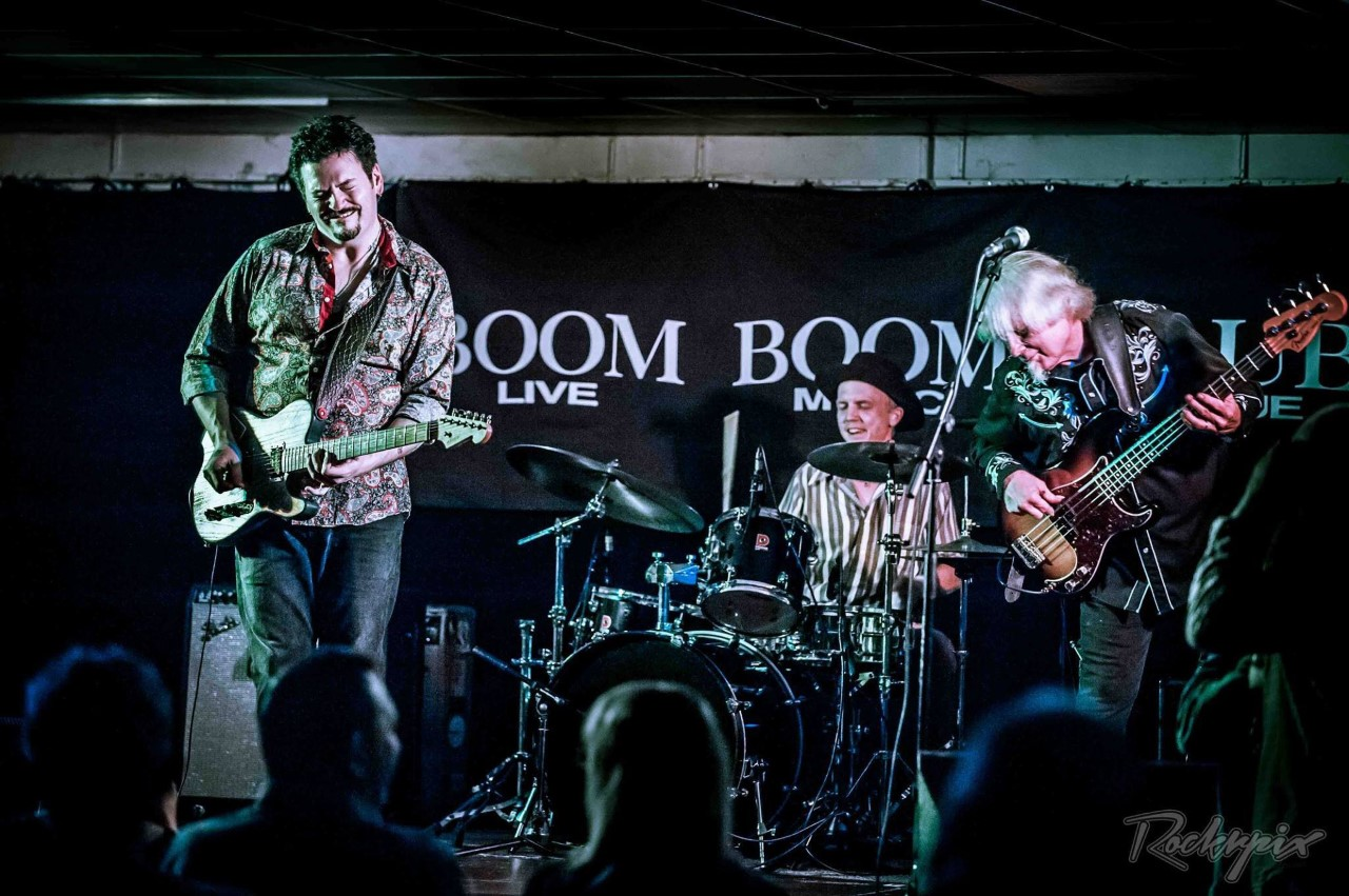 photo of Mike Zito band performing at the Boom Boom club in Surrey, photo by Rockrpix