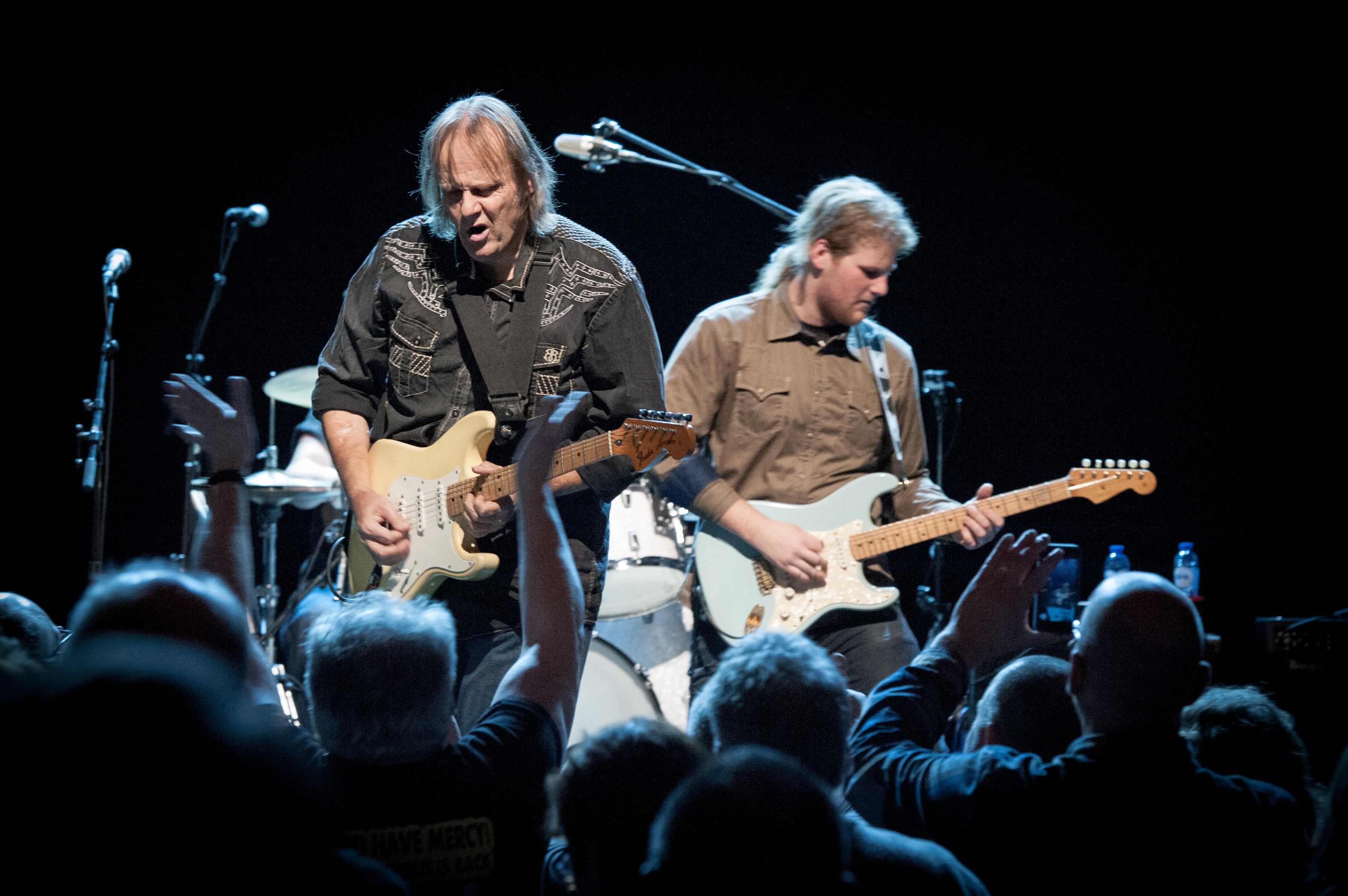image of Walter Trout on stage by Marco van Rooijen
