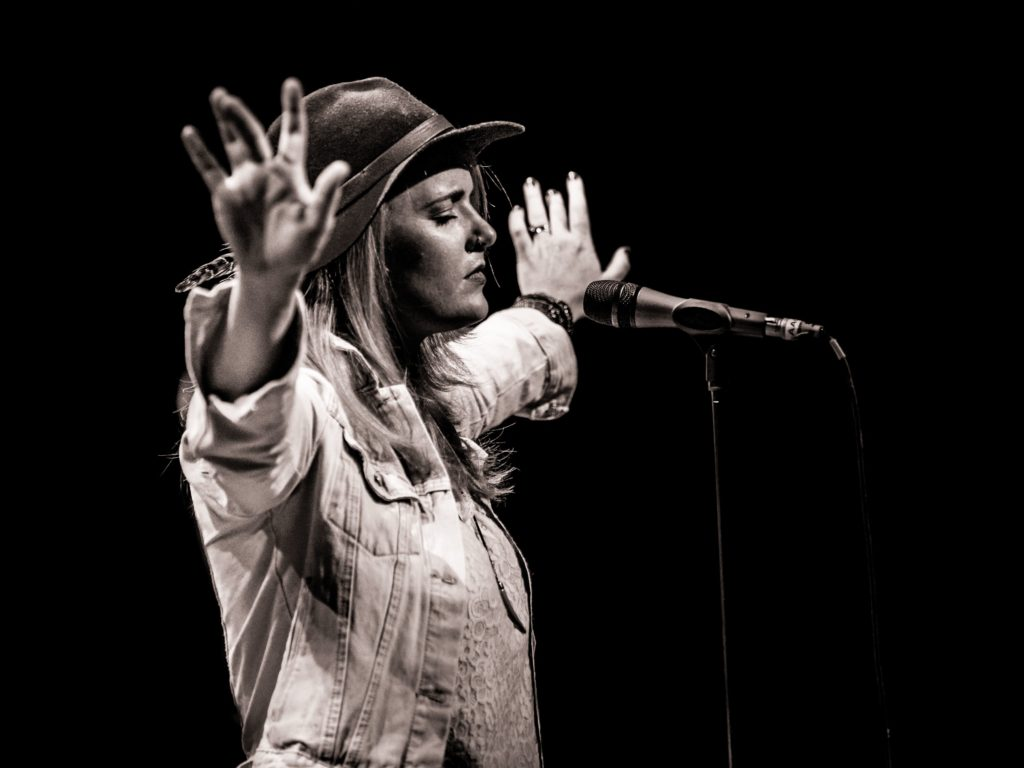 photo of blues artist Elles Bailey by Laurence Harvey
