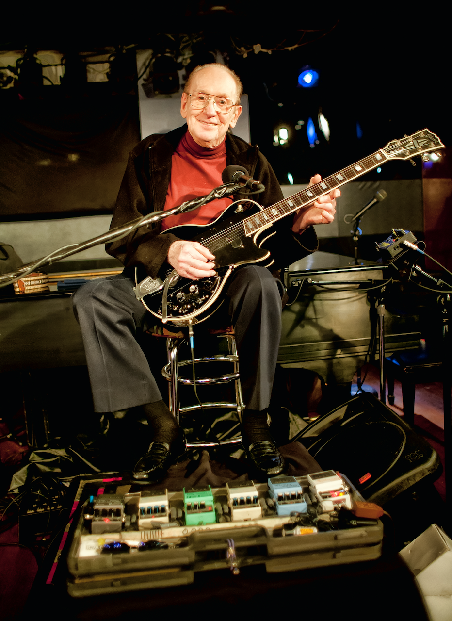 image of guitarist Les Paul at The Iridium, New York