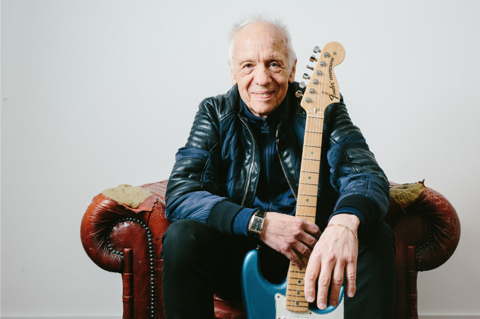 image of british blues singer songwriter Robin Trower