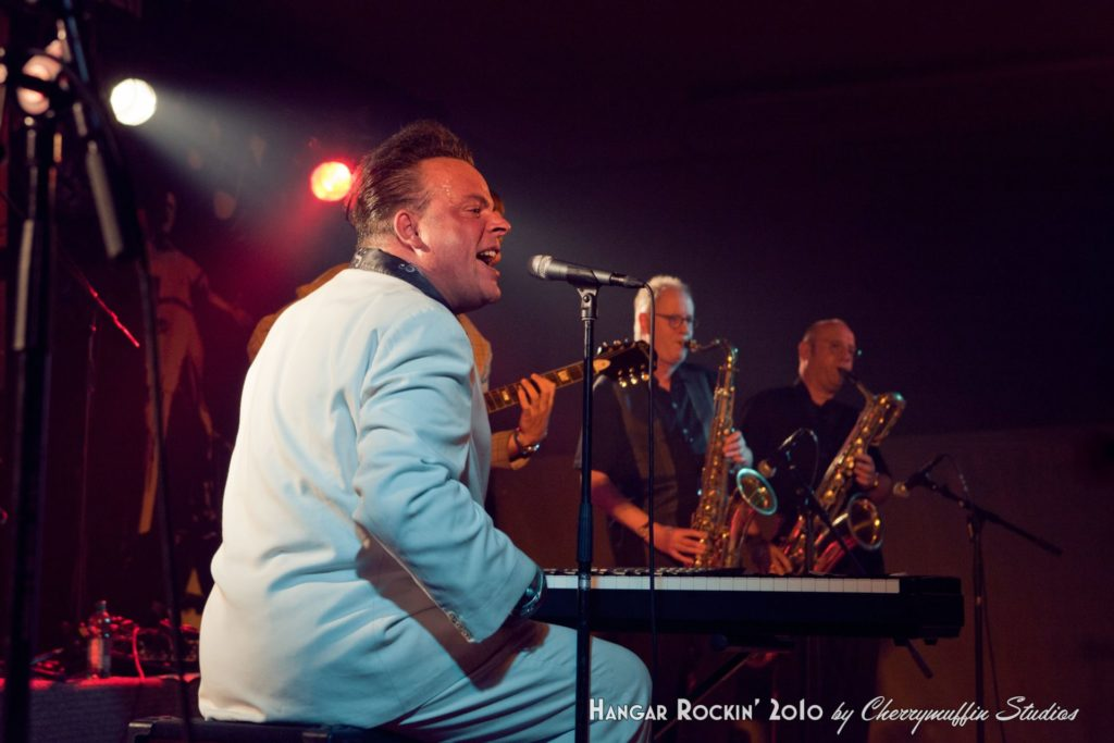 image of blues artist mike sanchaz and band