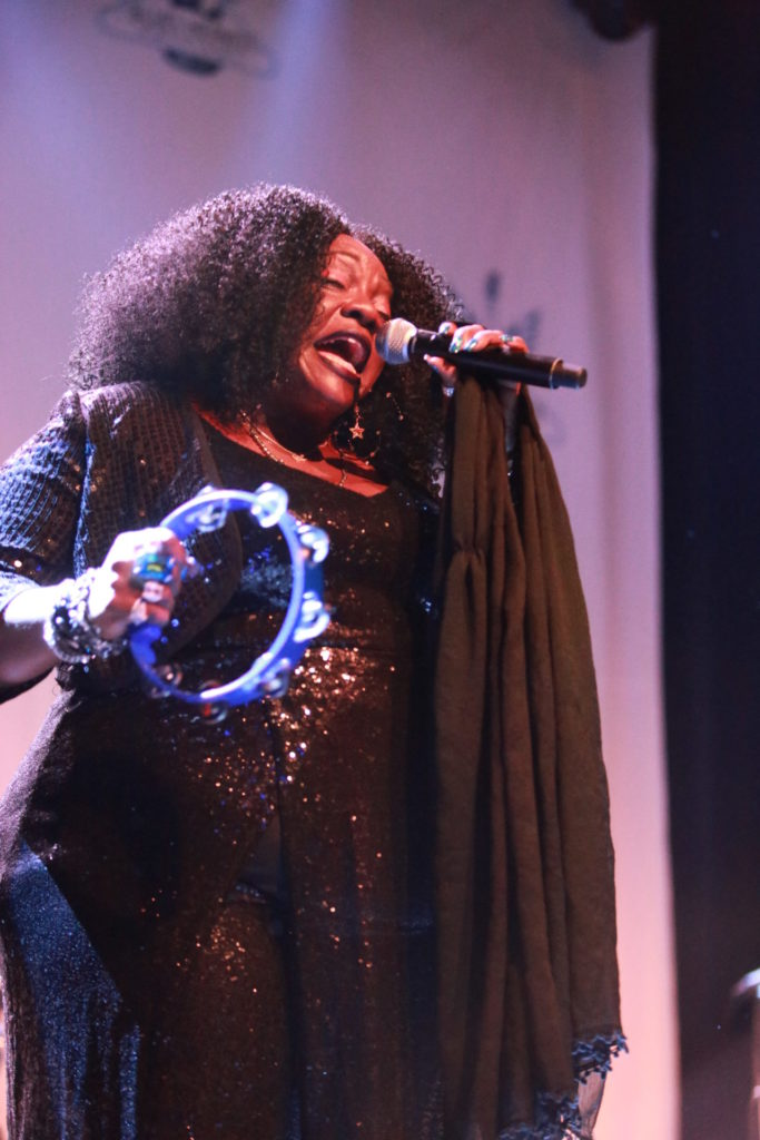 image of thronetta davis at blues heaven festival by jennifer noble