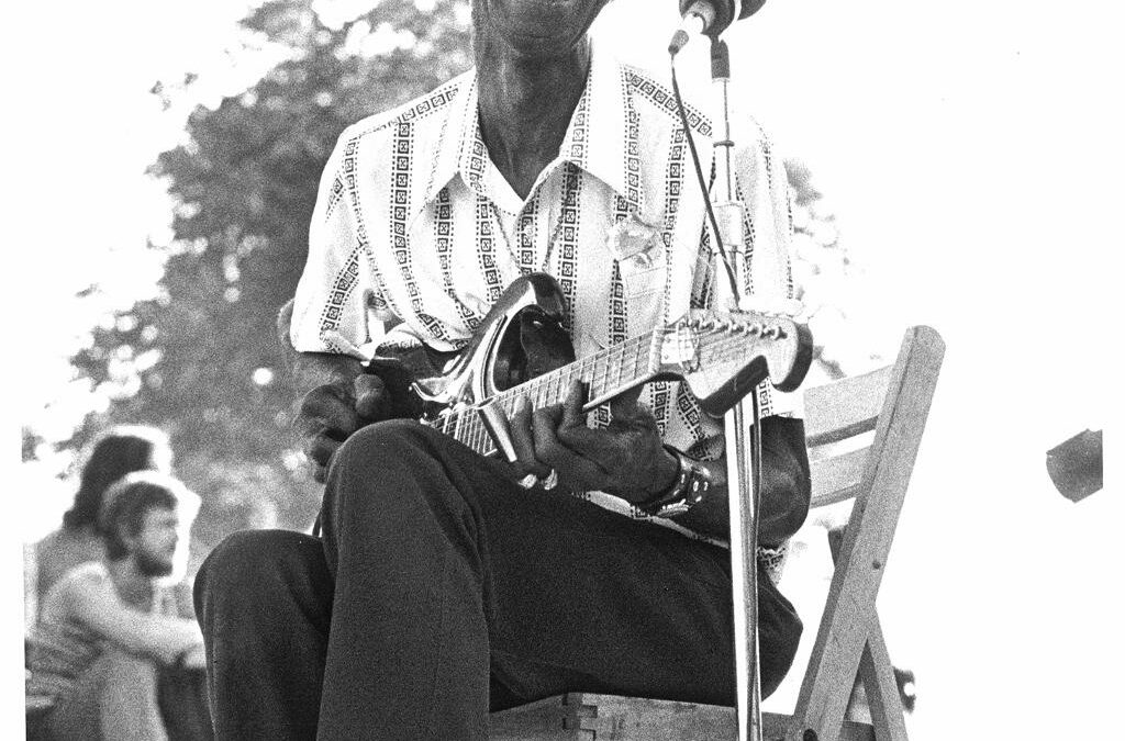 Blues Birthday:  Hound Dog Taylor – April 12th 1915